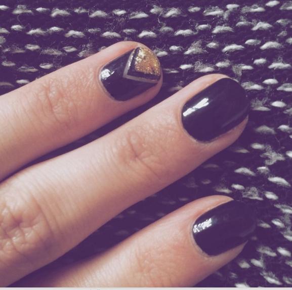 Nail art | Black & Gold Triangle