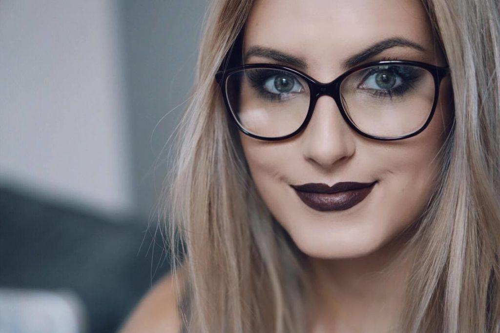 500859315d6c10 Comment se maquiller lorsque l on porte des lunettes     BonjourBlondie